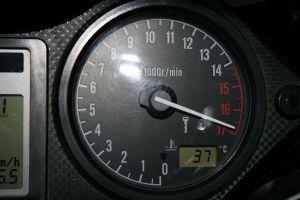 1200px-honda_cbr_600_tachometer